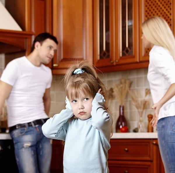 Dziecko podczas kłótni rodziców